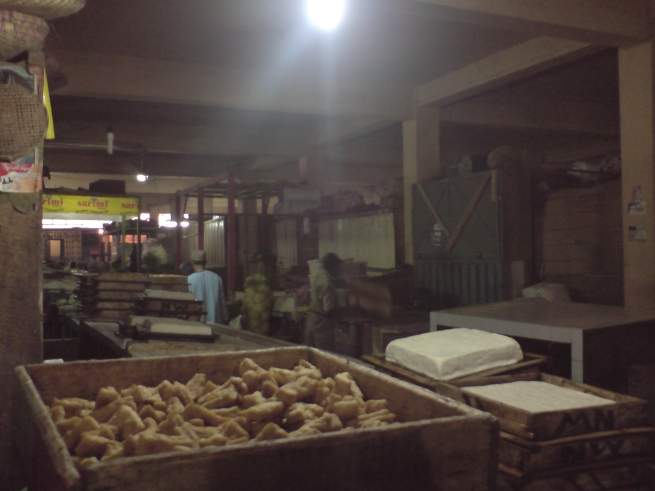 Pasar Kliwon, banyak tahunya