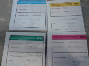 Empat surat suara