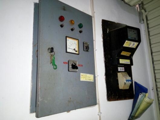 Gambar meteran listrik dan sekering---Foto ini milik saya sendiri lho